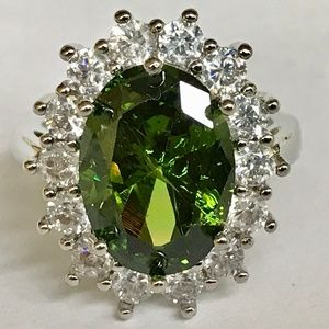 Jewelry - Silver Green Peridot Halo Cocktail Ring Size 7 CZ